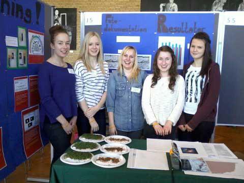 Las chicas que realizaron el experimento del wifi y las plantas en Hjallerup Skole de Dinamarca