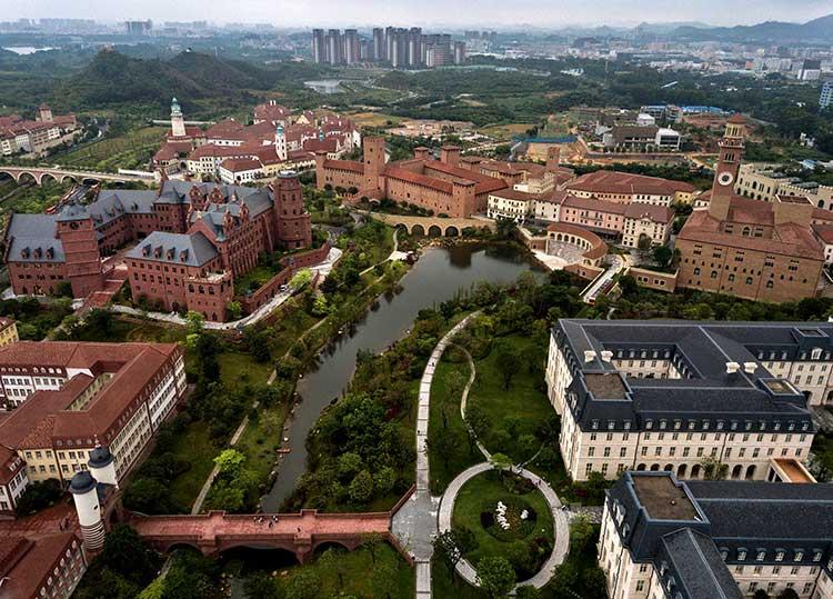 Campus de Huawei en Dongguan (China), cuyos edificios son réplicas de edificios europeos icónicos. Pero no hablaremos de eso. Hablaremos del SAR de los teléfonos Huawei.